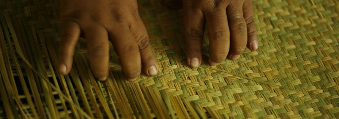 El petate, un arte que mujeres tejedoras de El Salvador luchan por conservar