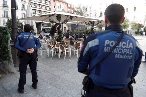 """""""No son vacaciones, sino cuarentena"""": España teme la huida de los madrileños"""