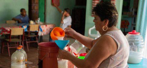 La bebida ancestral que campesinos mexicanos reivindican ante la pandemia