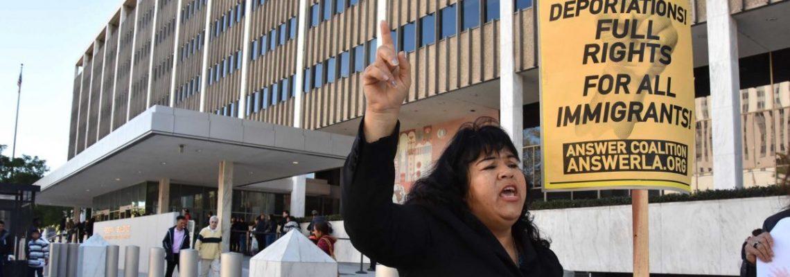 Cierre de las oficinas de inmigración pone en peligro la renovación de DACA