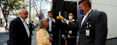 México arrecia combate del coronavirus al suspender labores de Gobierno