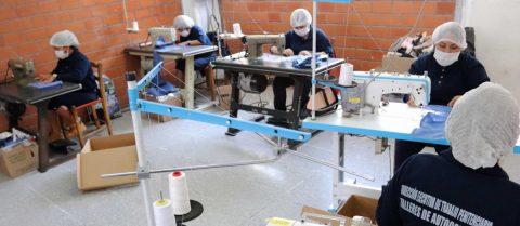 Presas mexicanas ponen la costura al servicio de la lucha contra coronavirus