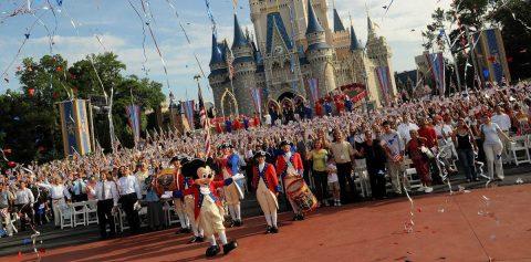 Parques de Disney donan su comida y 200.000 piezas protectoras ante el COVID-19