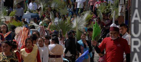 Indígenas mexicanos desafían cuarentena con procesión de Semana Santa