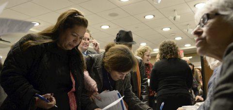 """Pandemia provoca """"desproporcionada"""" pérdida de empleo joven en Nueva York"""