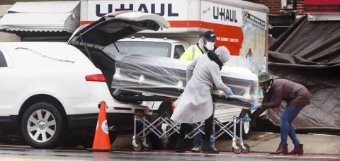 Demandadas 3 funerarias de Nueva York por el hallazgo de cuerpos en camiones