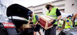 """El """"otro Hollywood"""" recibe comida de los bancos de alimentos de Los Ángeles"""