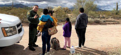Restricciones y miedo a COVID-19 impactan migración en frontera EEUU-México