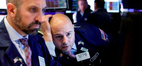 Wall Street se desploma por el miedo a un repunte de los casos de coronavirus