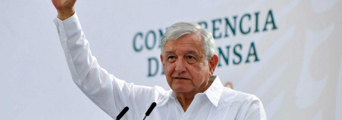 """Presidente de México admite """"ineficiencias"""" en recuento de muertos por COVID"""