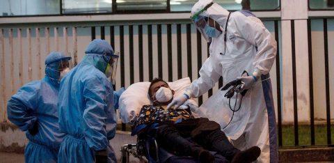 El coronavirus no da tregua durante las noches de emergencias en Guatemala