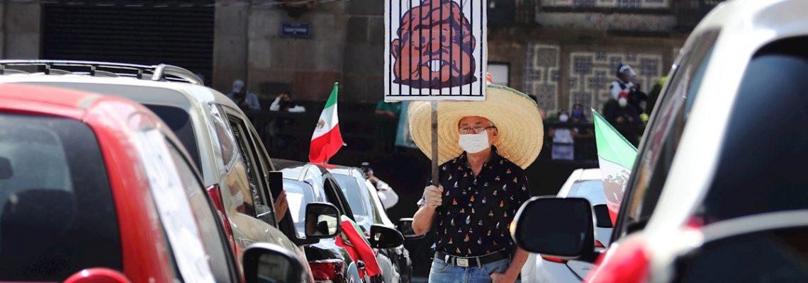 Claxonazo para pedir renuncia de López Obrador
