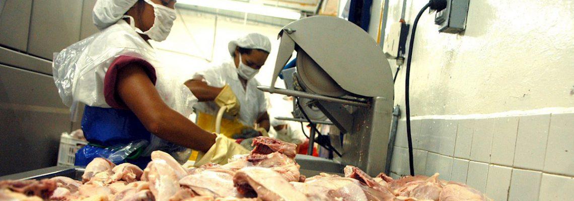 Más de 16.200 casos de COVID-19 en plantas procesadoras de carnes
