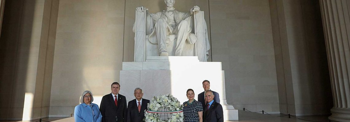 López Obrador homenajea a Lincoln y Juárez en inicio de visita a Washington