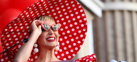 """Katy Perry publicará el 14 de agosto su quinto disco, """"Smile"""""""