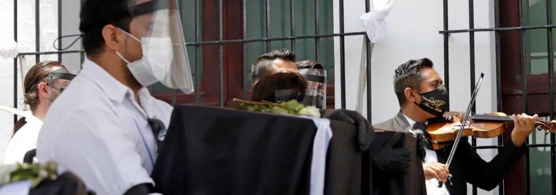 Urnas de migrantes fallecidos en Estados Unidos por COVID-19 llegan a Puebla