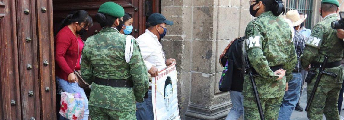 López Obrador ofrece trabajar para resolver el caso Ayotzinapa en México