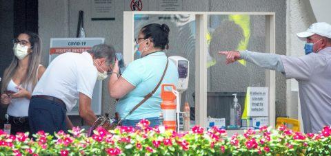 Florida rompe su récord de nuevos casos de COVID-19 con 15.300 positivos