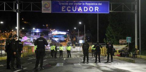 Más de 10.500 camiones han cruzado las fronteras de Ecuador durante la emergencia