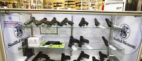 Corte tumba el veto a cargadores de armas de gran capacidad en California