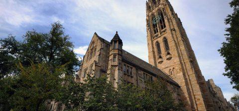 El Gobierno acusa a Yale de discriminar a asiáticos y blancos en la admisión