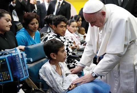 México: El Papa Francisco visita a niños con cáncer