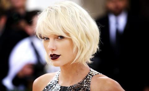 Taylor Swift recibe el trofeo que lleva su nombre de los BMI Awards