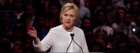 Clinton ataca a Trump por sus prácticas empresariales en Atlantic City