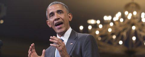 Obama defiende a jugador de fútbol que se negó a levantarse con himno de Estados Unidos