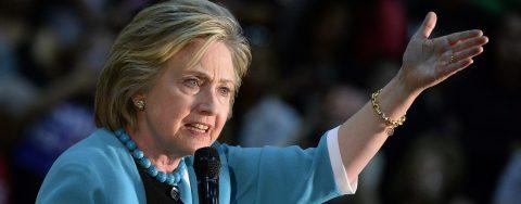 """Clinton dice que elogios de Trump a Putin son """"antipatriotas"""" y """"alarmantes"""""""