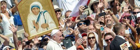 """Madre Teresa: Sus tres """"llamados"""" y su canonización"""