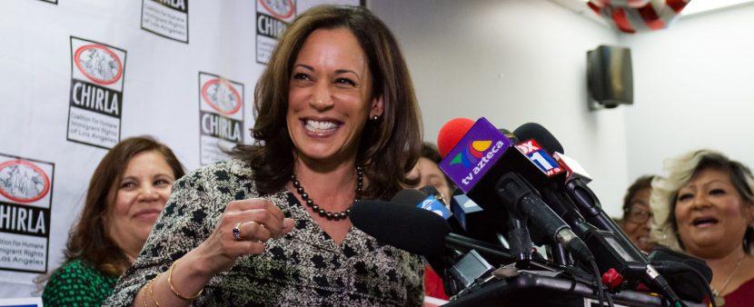 Kamala Harris promete defender a inmigrantes en su nuevo cargo como senadora