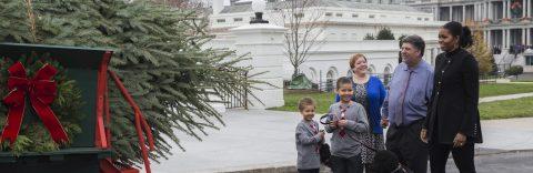 Michelle Obama and nephews receive White House Christmas tree