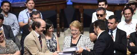 Bachelet receives citizens' suggestions for drafting new constitution