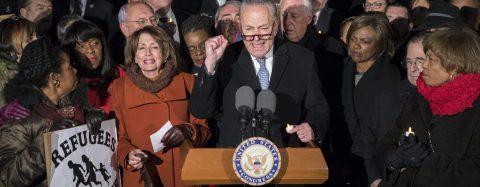 Demócratas plantan cara a Trump y reclaman que revoque la orden migratoria