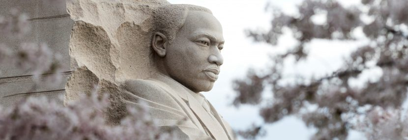 """Miles de personas homenajean a Luther King bajo su lema: """"Soy un hombre"""""""