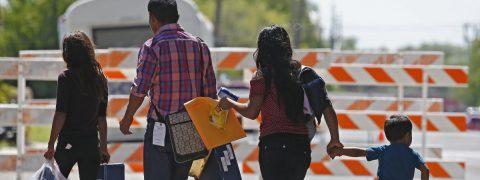 California ofrecerá seguro médico a menores sin documentos