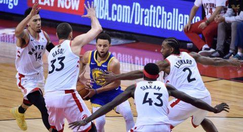 105-106: Los Warriors ganan a los Raptors y mantienen viva la final
