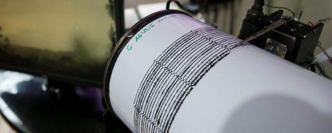 Terremoto de magnitud 5,7 sacudió la región central de Indonesia