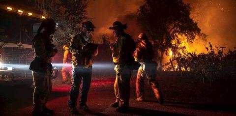 El gobernador de California declara emergencia estatal por los incendios