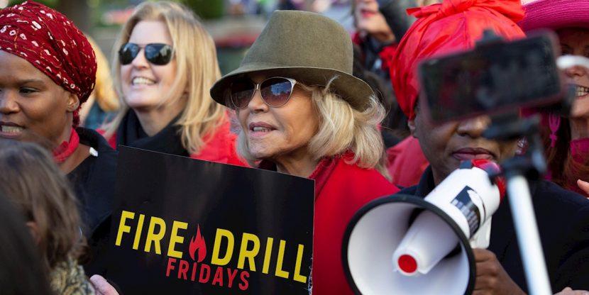 Jane Fonda marcha hasta la Casa Blanca en protesta por la crisis climática