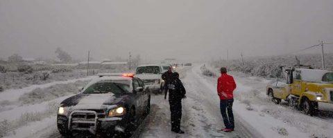 Cierran carretera por nevada en estado mexicano de Baja California