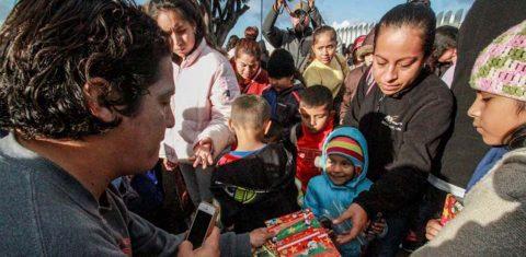Migrantes afrontan la Navidad con nostalgia y la ilusión del sueño americano
