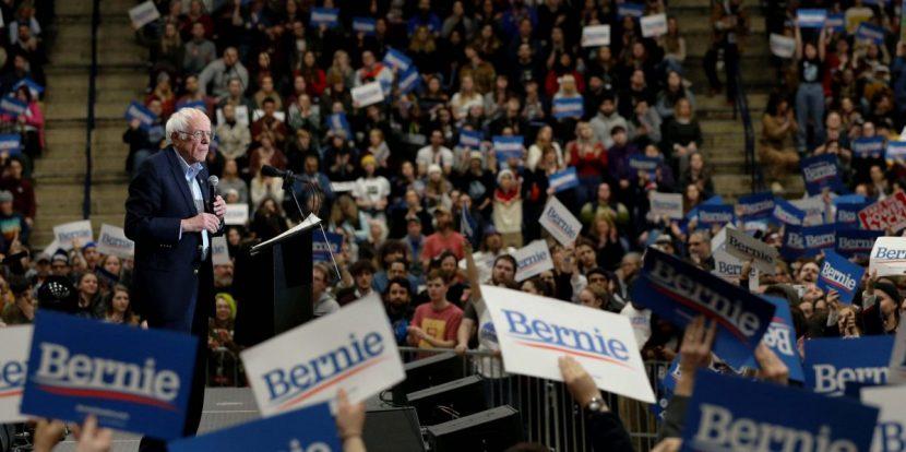 Sanders y Trump convocan a las masas en el cierre de campaña en New Hampshire