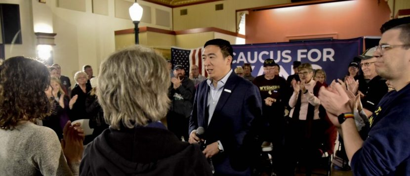 Emprendedor Andrew Yang abandona puja por candidatura presidencial demócrata