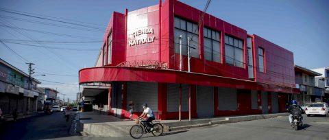 Desinfectan gran mercado de Nicaragua por primera vez, para prevenir la COVID-19