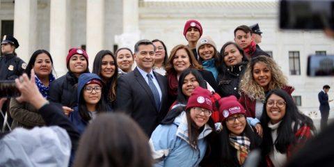 Campaña de Biden no tiene problemas con votantes latinos, dice Xavier Becerra