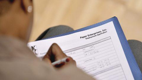 Más de 2,9 millones pidieron subsidio por desempleo en EE.UU. la semana pasada
