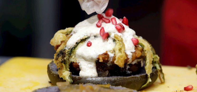 Los históricos chiles en nogada mexicanos se reinventan como hamburguesas