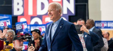 Biden desvela unos planes económicos nacionalistas en desafío a Trump